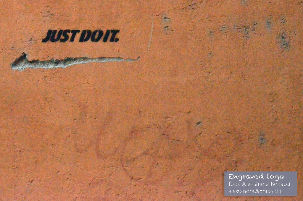 Fotografia humour | Engraved logo (Just do it) | Fotografia di Alessandra Bonacci