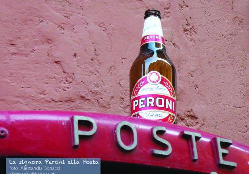 La signora Peroni alle Poste