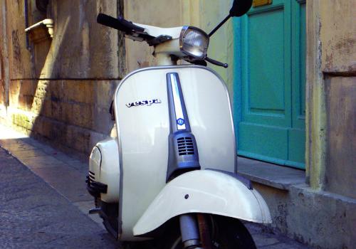 Vespa chi Lecce