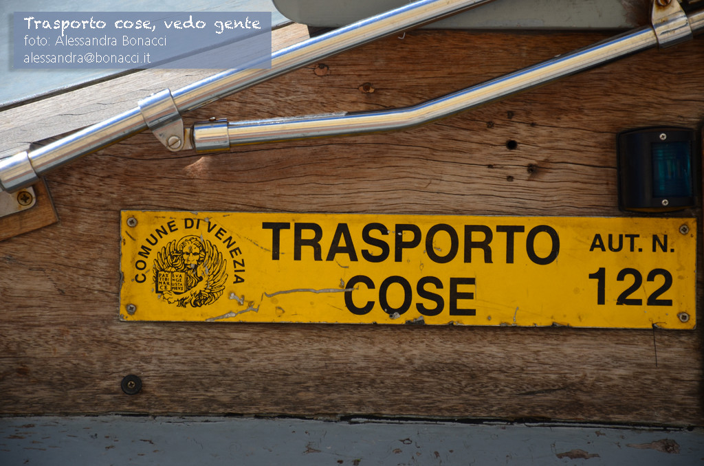 Fotografia Humour   Trasporto cose, vedo gente   Fotografia di Alessandra Bonacci